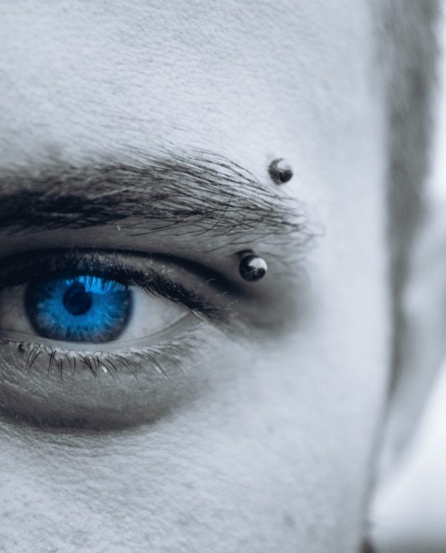 Essential tips on male piercings